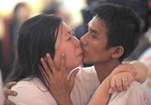 Ekkachai and Laksana Tiranarat kiss